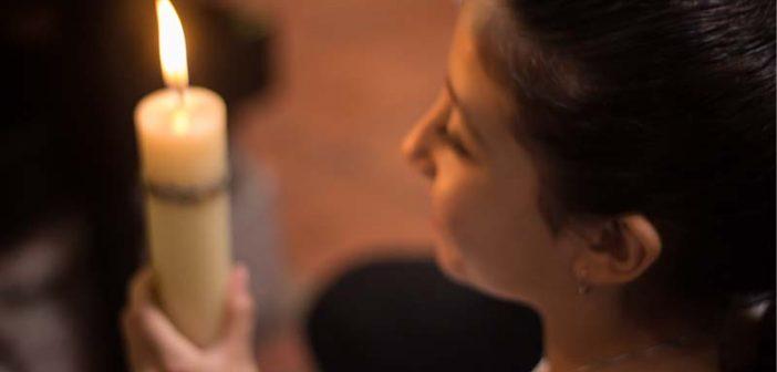 Padres comiencen a orar junto con sus hijos, los niños oran como ven orar