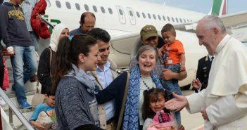 """Refugiada siria agradece al Papa  """"utilizar la religión para servir al ser humano"""""""