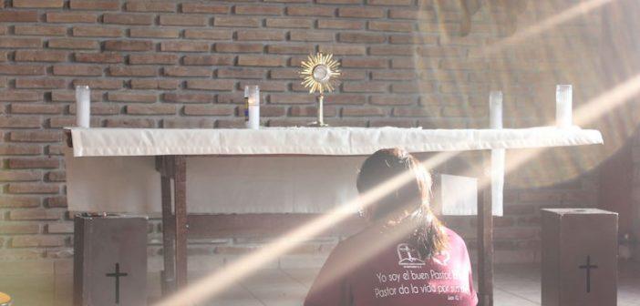 ¡El don de su presencia real en la Eucaristía es grande!