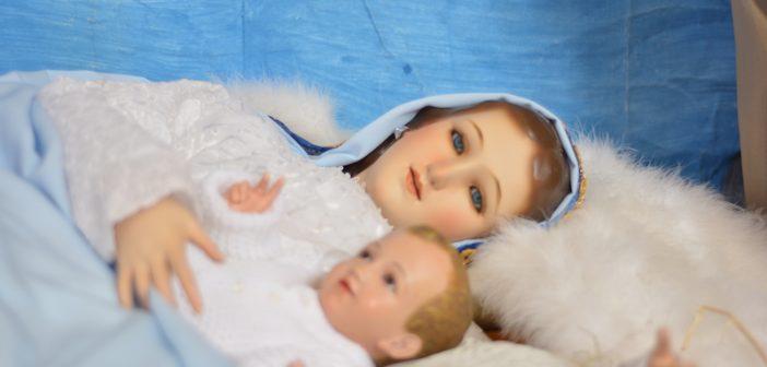 María, discípula silenciosa,  conservaba todas estas cosas, meditándolas en su corazón