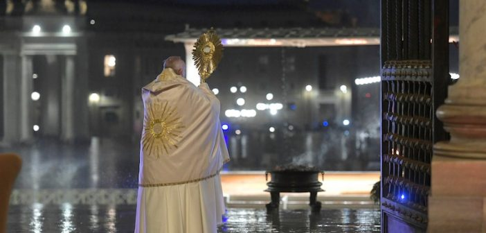 Y tú… ¿que viste en la bendición Urbi et Orbi?  el abrazo de Dios